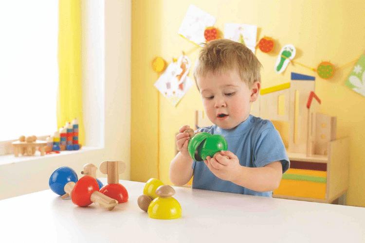 Imparare giocando, con i giocattoli di legno
